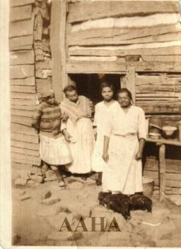 left-margaret-thompson-sallie-rector-catherine-rector-emily-rector-log-cabin-on-rattlesnake-mountain